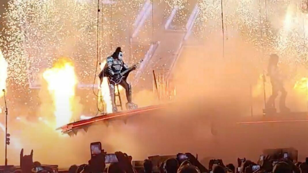 Gene Simmons Hardly Avoids Fall In A Recent KISS Show In Tampa
